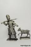Мародер из французской армии с козой - Оловянный солдатик. Чернение. Высота солдатика 54 мм