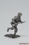 Немецкий солдат в атаке - Оловянный солдатик. Чернение. Высота солдатика 54 мм