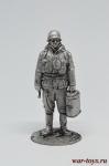 Немецкий солдат с термосами - Оловянный солдатик. Чернение. Высота солдатика 54 мм