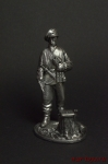 Немецкий унтер -офицер,1943-45 гг, у пенька,с пистолетом - Оловянный солдатик. Чернение. Высота солдатика 54 мм