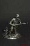 Немецкий солдат,2-ая мировая,на колене,с фаустпатроном - Оловянный солдатик. Чернение. Высота солдатика 54 мм